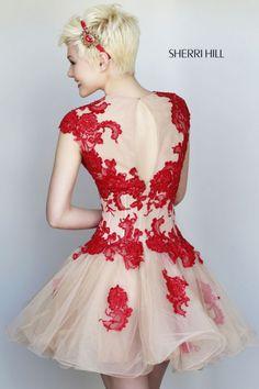 Detalle de la espalda de este modelo de la colección fiesta 2015 de Sherri Hill