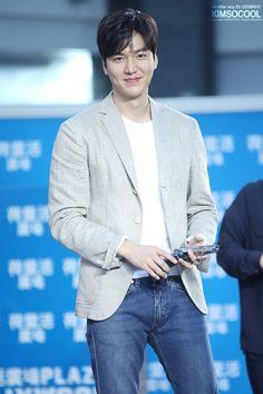 Lee Min Ho Funny, Lee Min Ho Pics, Jung So Min, Asian Actors, Korean Actors, Lee Min Ho Instagram, Lee Min Ho Smile, Lee Min Ho Dramas, Man Lee