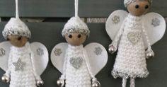 Deze gehaakte engeltjes voor in de kerstboom zijn makkelijk en snel te maken met een restje katoen, stukje vilt en wat kralen. Ik heb er een... Crochet Angel Pattern, Crochet Angels, Crochet Dolls, Crochet Patterns, Felt Christmas, Christmas Angels, Christmas Tree Ornaments, Christmas Decorations, Crochet For Kids