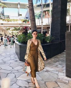 Shopping is cardio, right? Classy Outfits, Chic Outfits, Fashion Outfits, Timeless Fashion, Love Fashion, Classy Fashion, Heart Evangelista Style, Power Dressing Women, Filipiniana Dress