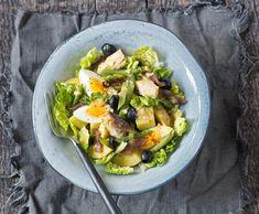 #salat #vejce Nicoise Salad, Sashimi, Potato Salad, Zucchini, Potatoes, Fresh, Vegetables, Ethnic Recipes, Food