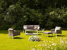 The Caribbean outdoor lounge setting looks stunning in this lush garden, drenched in sun! Wouldn't you love to be relaxing in this?!  #outdoorlounge #hunterfurniture #furniturehunters