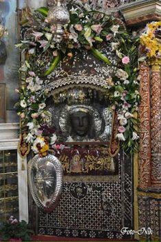 Miraculous, Christmas Wreaths, Saints, Floral Wreath, Holiday Decor, Blog, Home Decor, Art, Art Background