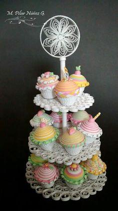 Cup cakes por Pily Núñez Quilling Cake, Paper Quilling Jewelry, Origami And Quilling, Quilling Paper Craft, Paper Crafts, Quilling Images, Quilling Designs, Felt Cake, Quilling Techniques