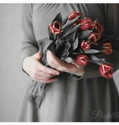 Splash Photography, Color Photography, Hijab Dpz, Abaya Dubai, Holding Flowers, Flowers For You, Muslim Girls, Girls Dpz, Best Couple