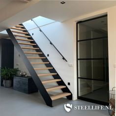 Stalen steektrap in Bunschoten op roukens.nl Railing Design, Staircase Design, Staircase Bookshelf, Cabana, Open Trap, Outdoor Stairs, Live In Style, House Stairs, Modern Architecture House