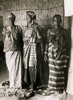 Right to left; a Hausa, Fulani and Betinchobé woman. Dosso, Niger, ca. 1928-1939. #Islam #Sufism #Spirituality #Mysticism #God #Religion