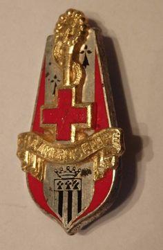 insigne militaire CROIX ROUGE AMBROISSE PARE