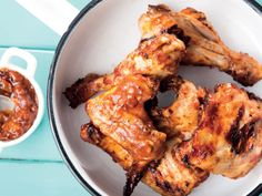 Chutney Chicken Serves Preparation time: 10 min Cooking time: min 8 chicken portions salt and black. South African Recipes, Ethnic Recipes, Chicken Recipes, Chicken Ideas, Tasty Dishes, Side Dishes, Cooking Recipes, Cooking Time, Roasted Tomatoes