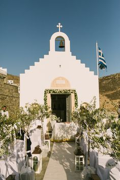 The elegant & chic wedding in Mykonos that photographer Yiannis Sotiropoulos shared with us is just one of those weddings we adore: A charming and roma Chapel Wedding, Chic Wedding, Dream Wedding, Wedding Dreams, Wedding Ceremony, Santorini Wedding, Greece Wedding, Cyprus Wedding, Mamma Mia Wedding