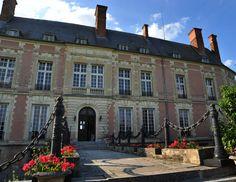 Chateau Lesigny - forfait week-end : 4300€ (juin/juillet/septembre); 3500€ (avril/mai/août/octobre)
