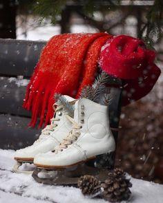 картинка найдено пользователем frannieredman. Находите (и сохраняйте!) свои собственные изображения и видео в We Heart It Winter Cabin, Winter Love, Winter Colors, Winter Day, Winter Snow, Ice Skating, Figure Skating, Princesa Tutu, Winter Images