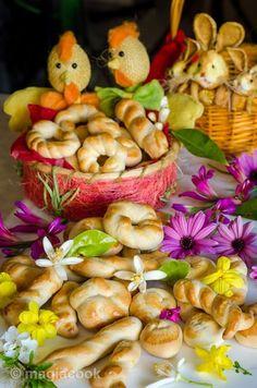 Πασχαλινά κουλουράκια της Λαμπρής και της γιορτής! | magiacook Shrimp, Easter, Meat, Food, Bakken, Easter Activities, Essen, Meals, Yemek
