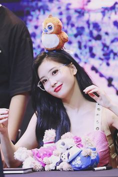 Find images and videos about twice and momo on We Heart It - the app to get lost in what you love. Nayeon, South Korean Girls, Korean Girl Groups, Loona Kim Lip, Twice Jihyo, Wendy Red Velvet, Arabic Jokes, Dahyun, Hirai Momo