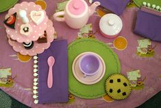 A Portable Tea Party Tutorial - the tablecloth rolls up into a tote!