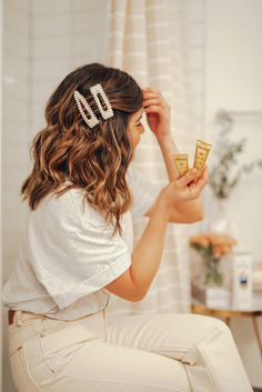 Tips to treat damaged hair with Patene PROVs Intense rescue shots pearl barrettes barrette hairstyles how to style barrettes Damaged hair repair Damaged hair repair. Hair Scarf Styles, Hair Styles 2016, Curly Hair Styles, Hair Clip Styles, Clip Hairstyles, Headband Hairstyles, Hairstyles Pictures, Hair With Headband, Wedding Hairstyles
