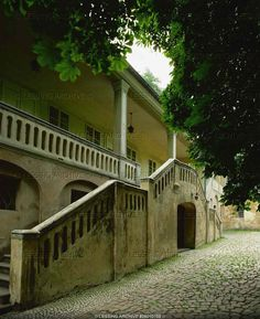 """Villa Bertramka (composer Duschek's house), north side. Mozart and his wife stayed here in 1787 for the per- formance of the """"Marriage of Figaro"""". """"Don Giovanni"""" was at the Duscheks' house and had its firstnight in Prague."""