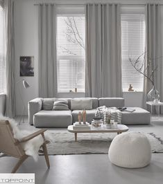 Find your favorite Minimalist living room photos here. Browse through images of inspiring Minimalist living room ideas to create your perfect home. Living Room Grey, Living Room Interior, Apartment Living, Home And Living, Small Living, Cozy Apartment, Minimal Living Rooms, Living Room Setup, Grey Room