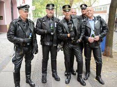 What a great #LeatherSquad! At #FolsomEurope 🇪🇺 Berlin.
