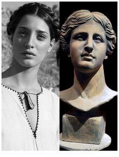 Modern Greek woman next to the bust of Aphrodite. Ancient Greek Sculpture, Greek Statues, Ancient Art, Portrait, Greek Paintings, Art Antique, Roman Art, Greek Art, Classical Art