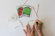 #DIYWedding Craft: Garden Place Cards >> http://www.hgtv.com/design/make-and-celebrate/entertaining/seed-packet-place-cards?soc=pinterest