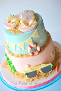 21 Sizzling Summer Birthday Cake Ideas - Pretty My Party - Party Ideas - - Summer birthdays are the best! There are so many different themes you can do. I'm in love with these 21 Sizzling Summer Birthday Cake Ideas! Beach Themed Cakes, Beach Cakes, Themed Birthday Cakes, First Birthday Cakes, Birthday Cake Girls, Hawaii Birthday Cake, Pretty Birthday Cakes, 3rd Birthday, Bolos Pool Party