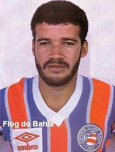Sandro  Ponta-esquerda que se destacou no bom time de 1986 junto com Bobô e Cláudio Adão. Teve larga contribuição no Título Brasileiro de 1988, foi titular em várias partidas e entrou no decorrer de outras. Fez 56 gols com a camisa do Bahia.