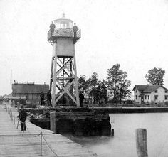 Presque Isle North Pierhead Lighthouse, Pennsylvania at Lighthousefriends.com