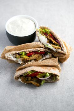 Este kebab vegano bajo en grasa es una versión saludable del kebab tradicional y está para chuparse los dedos. Además, es muy fácil de preparar.