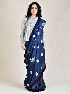 Indigo Chanderi Silk Little Astronaut Saree Saree Wearing Styles, Saree Styles, Saree Blouse Patterns, Sari Blouse Designs, Trendy Sarees, Stylish Sarees, Choli Dress, Modern Saree, Stylish Blouse Design