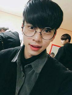 brand new music trainees ; chatroom 🚩im youngmin 🚩kim donghyun 🚩… # Humor # amreading # books # wattpad Im Youngmin, Kim Dong, Produce 101 Season 2, Debut Album, Boys Who, Boyfriend Material, My Boyfriend, New Music, Rap
