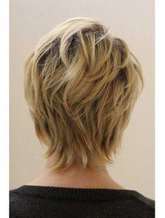 Kurze Haarschnitte für ältere Frauen-15
