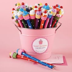 36 Pc Cupcake Pen Unit Includes 6 Designs © Two's Company Polymer Clay Pens, Polymer Clay Projects, Polymer Clay Charms, Polymer Clay Creations, Clay Crafts, Pen Toppers, Crea Fimo, Biscuit, Kawaii Stationery