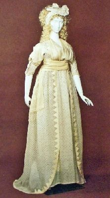 Open robe of Indian cotton muslin, embroidered all over stars in flattened metal strip. Neo-classical silhouette with high waistline and softly draping train. 18th Century Clothing, 18th Century Fashion, Historical Costume, Historical Clothing, Rococo Fashion, Women's Fashion, Dandy, Vintage Outfits, Vintage Fashion