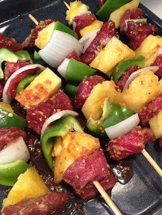 Easy Beef Kabobs Kabob Recipes, Beef Recipes, Appetizer Recipes, Cooking Recipes, Healthy Recipes, I Love Food, Good Food, Yummy Food, Beef Kabobs
