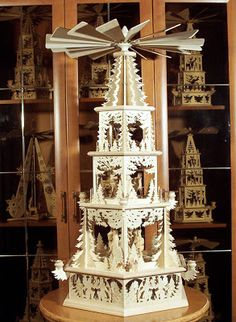 A Schwibbogen is a decorative candle-holder from Germany. Associated exclusively with winter and the holiday season, the first Schwibbogen . Vintage Christmas Lights, Cozy Christmas, Christmas Wishes, Christmas Crafts, Christmas Decorations, Christmas 2019, Xmas, German Christmas Pyramid, Fire Candle