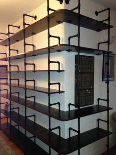 Pipe shelves with built in book ends – wncrandy . Pipe shelves with built in book ends Pipe shelves with built in book ends Pipe Bookshelf, Bookshelf Design, Pipe Shelves, Bookshelves, Bookcase, Pipe Furniture, Industrial Furniture, Furniture Design, Casa Retro