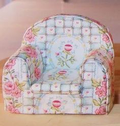 DIY miniature stuffed armchair for dollhouse - instructions and pictures