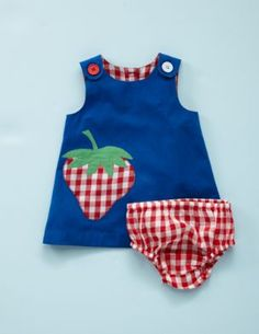 Love this.  Love that the buttons are different and the gingham applique
