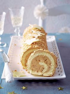 Recette bûche au café et pralin pour le dessert. Swiss Roll Cakes, Yule Log, Grand Marnier, No Cook Desserts, Bellini, Cake Cookies, Vanilla Cake, Biscuits, Food And Drink