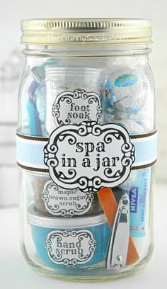 Want to try the gift-in-a-jar trend? This cute DIY tutorial has everything laid out for you! Pin now, read later.