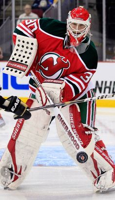 MSR. Martin Brodeur NHL's GREATEST of the PAST, ànd  FOREVER !! Women's Hockey, Ice Hockey Teams, Hockey Stuff, Nhl Wallpaper, Martin Brodeur, Goalie Mask, New Jersey Devils, Sport Icon, Sports Images