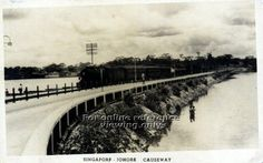 The Causeway linking Singapore and Malaya, completed in 1923 and officially opened on 28 June 1924 at Johor Bahru of Malaya - 1925 History Of Singapore, Singapore Photos, Straits Settlements, Johor Bahru, Urban Sketching, Photo Reference, Old Photos, Paris Skyline, Old Things