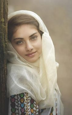 Ileana from Hunting Prince Dracula. ROMANIAN GIRL by Daniel Kitu - People Portraits of Women ( expressive, eyes, posture ) Beautiful Eyes, Beautiful People, Beautiful Hijab, Beautiful Images, Romanian Women, Romanian People, Beautiful Muslim Women, Beauty Around The World, Indian Beauty