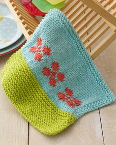 Wash up in style with this pretty floral dishcloth. Shown in Lily Sugar n Cream. #knit #pattern