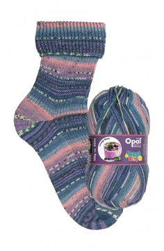 Opal: Cremige Beere - selvstripende sokkegarn i toner av rosa, lilla og blått.