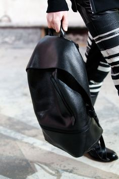 Leather backpack (shop perfect leather garments at www. Fashion Bags, Mens Fashion, Elite Fashion, Comme Des Garcons, Clutch, Unisex, Backpack Bags, Duffle Bags, Messenger Bags