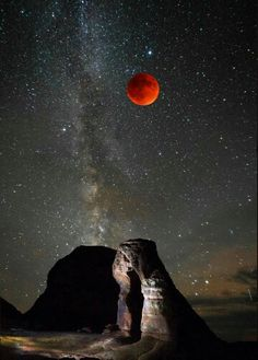 Blood moon, milky way, arches national pk.