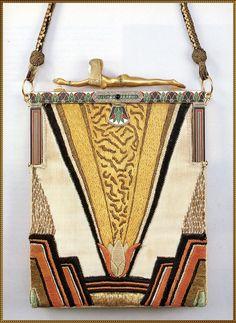 """Sac à main """"à la nageuse"""" - France  Vers 1922 - soie avec broderies de soie, argent et or, ivoire, émail, émeraudes et brillants"""