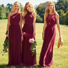 """Madrinhas vestida de """"Burgundy"""" uma das cores do momento, vocês gostam? (e não é o marsala ;) ) Nós achamos bem elegante e você?"""